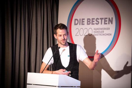 Florian Brönnecke redet bei der Preisverleihung zum Handwerker des Jahres 2020