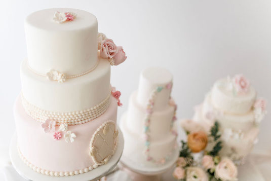 Hochzeitstorte Und Geburtstagstorte Massgeschneidert Bestellen