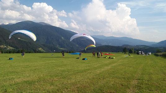 Air-Time Paragliding die Gleitschirmschule im Schwarzwald im Renchtal. Gut erreichbar zwischen den Großstädten Karlsruhe, Stuttgart, Freiburg, Lahr. Offenburg und Kehl