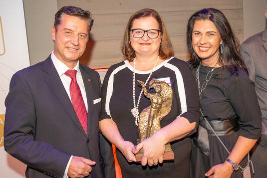 European Brand Institute Präsident Gerhard Hrebicek mit Award-Gewinnerin Anette Klinger und WLF-Initiatorin Renate Altenhofer; Foto (c) Christian Mikes