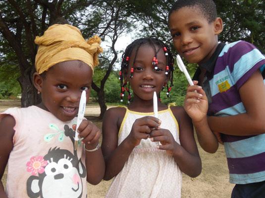 Kinder am Strand auf den Kap Verden