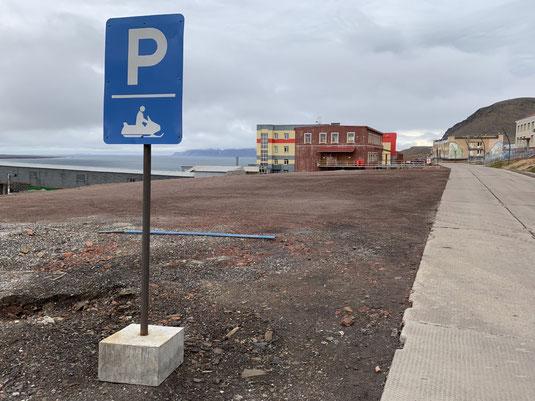 Spitzbergen, Svalbard, Barentsburg, Parkplatz, Schneemobil, Schild, Verkehrszeichen,