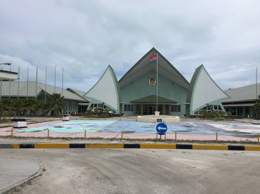 Tarawa, Kiribati, Bairiki, Parlament