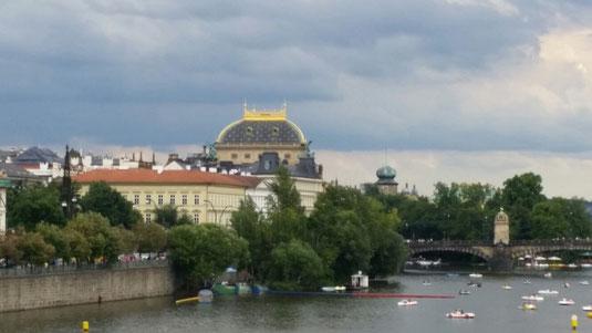 Prag, goldenes Dach, Nationaltheater