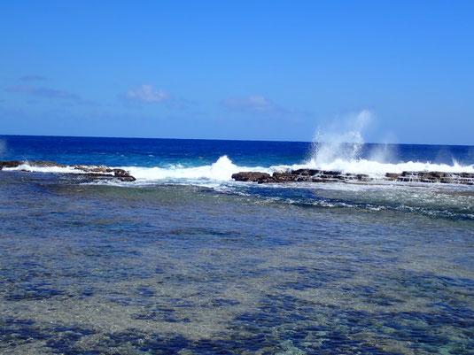 Riff mit Lücke unterhalb des Tsunami Rocks