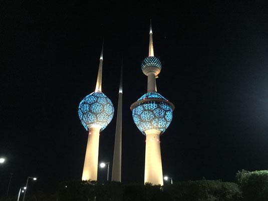 Reisebericht, Reiseblog, Sehenswürdigkeiten, Attraktion, Kuwait, Towers, bei Nacht, beleuchtet