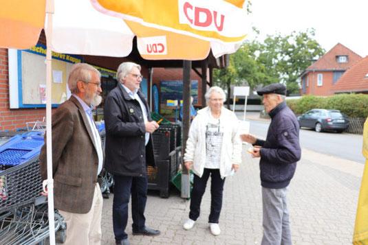 Personen von links nach rechts: Eckhard Peters, Holger Böttger, Ingrid Hildebrand und Manfred Pallasch (Quelle: CDU Schloß Ricklingen)