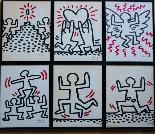 6 Lithographien von Keith Haring. Die bekannten Strichmännchen in verschiedenen Bewegungs Situationen. Sie sind mit schwarzem Strich gemalt und haben rote Striche.