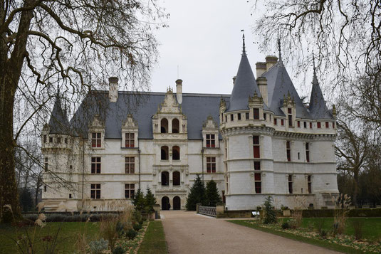 visit-chateau-castle-Loire-Valley-France-Azay-le-Rideau