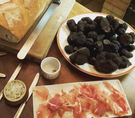 black-truffles-Loire-Valley-gastronomy-Touraine-specialties