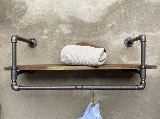 Einrichtung Mode Boutique Regal Systemregal aus Eisenrohren Rohrregal individuell erstellbar Modulregal für ein Modegeschäft oder als Wandgarderobe bzw. Flurgarderobe