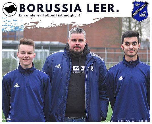 Fabian Menge (links) und Velat Sürer (rechts) mit Borussia-Teammanager Kai Buttjer.