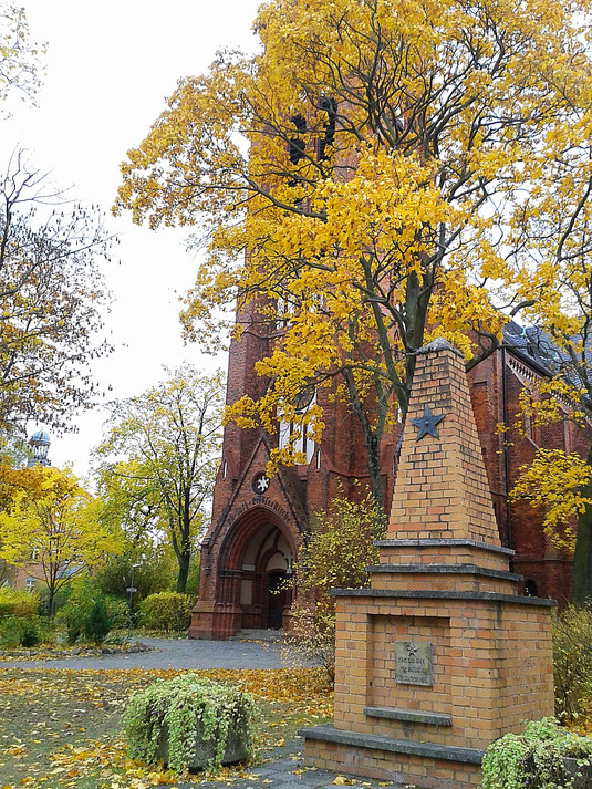 Erlöserkirche und Sowjetisches Ehrenmal Victoriastadt - Berlin Lichtenberg
