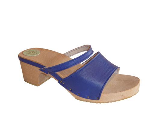 sandale d'été sur talon bois, sabot réalisé à la main et sur mesure par isa, maître artisa sabotier et bottier