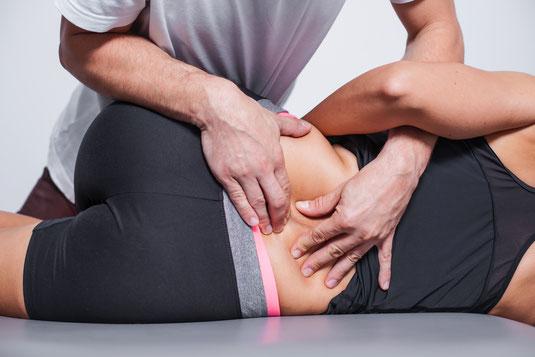 Durchführung einer manuellen Therapie