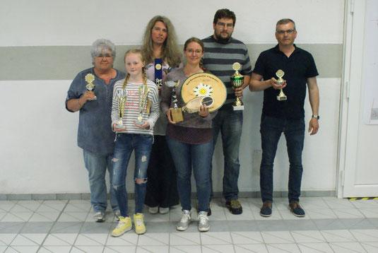 von links nach rechts: Uschi Grötzbach, Summer Schwarz, Simone Platz, Sarah Sturm, Christian Sturm, Rainer Müller