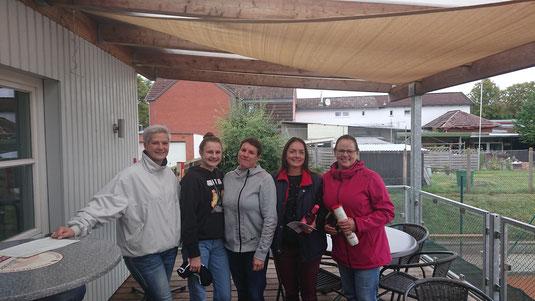 Bild (v.l.n.r.): Nokola Koop (Sportwartin), Pia Riege, Martina Riege, Steffi Dargel und Dagmar Fockenga