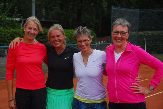 Damen 50 - Konkurrenz: Ellen Thiemann / SV Großenaspe (2.), Beate Flessner / TC Wankendorf (3.), Inge Widell / SV Großenaspe (1.) und Margitta Eggersglüß / TC Wankendorf (4.)