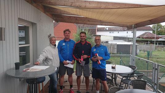 Bild (v.l.n.r.): Nikola Koop (Sportwartin), Dennis Bär, Jörn Krüger und Stefan Nielsen