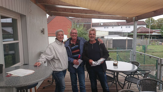 Bild (v.l.n.r.): Nikola Koop (Sportwartin), Peter Huß und Klaus Helmboldt