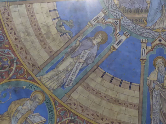 De Gekroonde Groene Slang boven het oudste deel van het priesterkoor Rolduc.