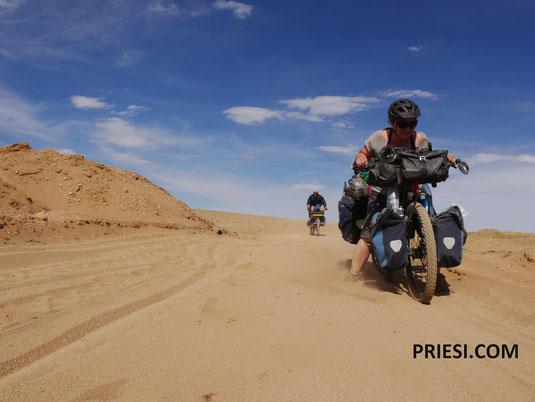 Sand und Wind - und der Radler ist glücklich