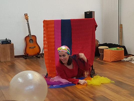 spectacle très jeune public Montessori Bébés Interactif clown Céline Hereng Pestakleure Normandie Eure Maman bébé parents