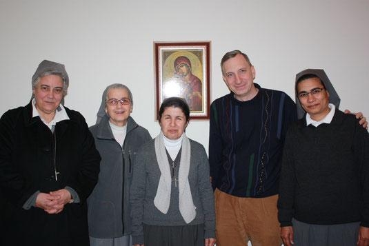 Stefan Maier zusammen mit dem Provinzrat der Schwestern von Besancon