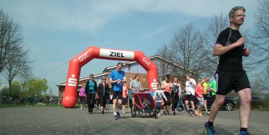 Dabeisein ist alles: Zur 18. Auflage des Lippetaler Frühlingslaufs hatten sich 66 Läufer, Walker oder Nordic Walker auf den Weg gemacht.