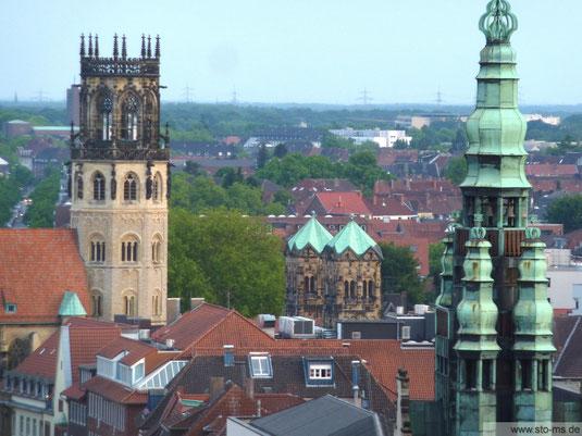 Blick auf den Stadthausturm und die Ludgerikirche