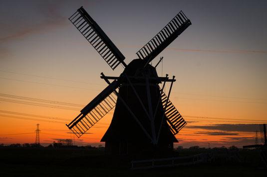 Windmühle bei Sonnenuntergang