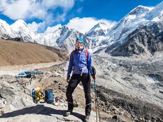 Kurz vor Gorak Shep. Im Hintergrund die 7.000 und 8.000er des Himalaya