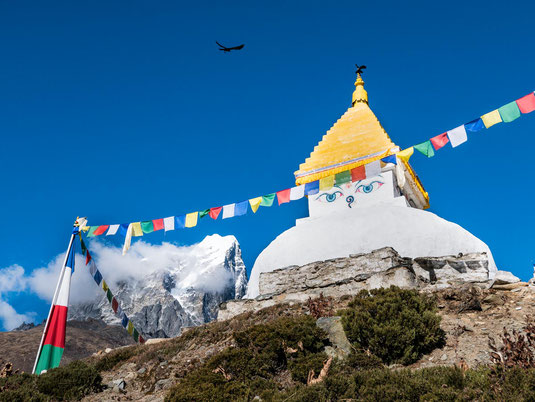 Der Stupa zu Beginn des Tages in Dingboche