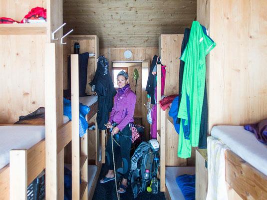 Spaltenbergung im schönen, geräumigen Zimmer der Finsteraarhornhütte