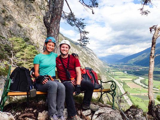 Pausenbänkchen in luftiger Höhe am Geierwand-Klettersteig