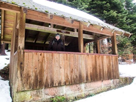 """Micha startklar in der Schutzhütte """"Brandhütte"""""""