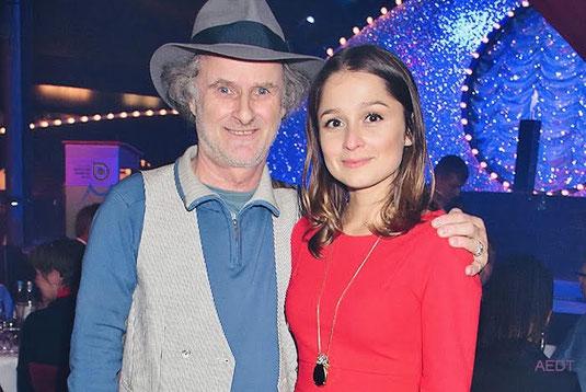 Gründer Ulrich Häusler mit Schauspielerin Sarah Alles
