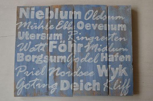 Weiße Schrift auf graublauem Untergrund mit Begriffen von Föhr