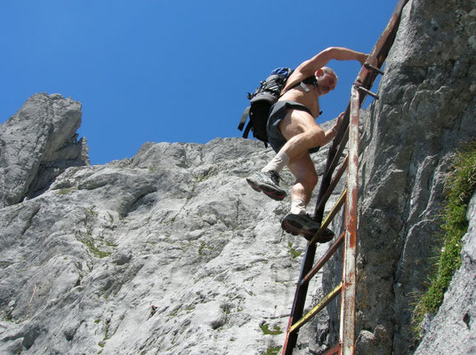 Für eine Besteigung sind Trittsicherheit,Schwindelfreiheit, gute Kondition sowie alpine Erfahrung notwendig