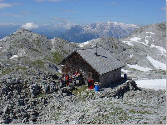 Ein Winterlager mit 6 Schlafplätzen ist das ganze Jahr über zugänglich.