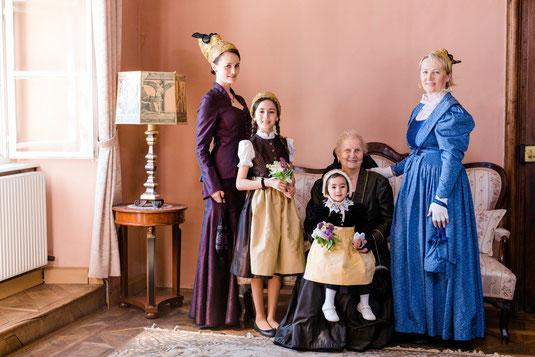 Familienaufnahme Goldhauben Mauthausen  - Foto: Ernecker Photography
