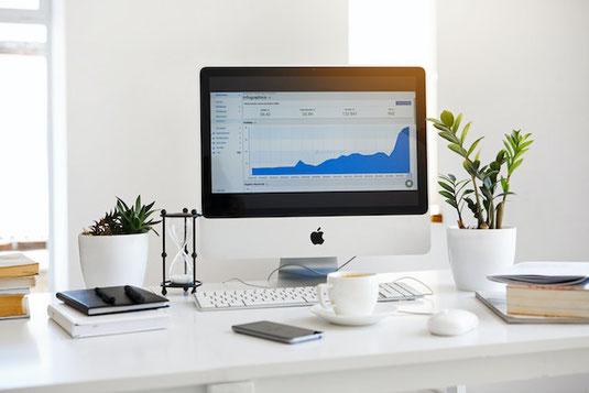 デスクにしまい忘れた万年筆がぽつんと残っている。