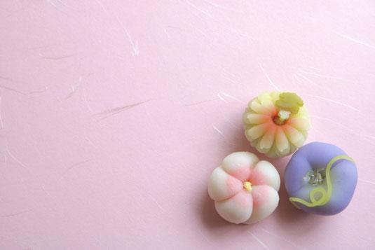 花の和菓子3種。お茶菓子。