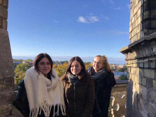 Isabel, Eva und Julia auf dem Turm der Kathedrale in Liepaja