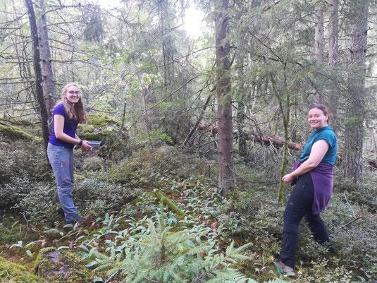 Sonja und Klara im Wald