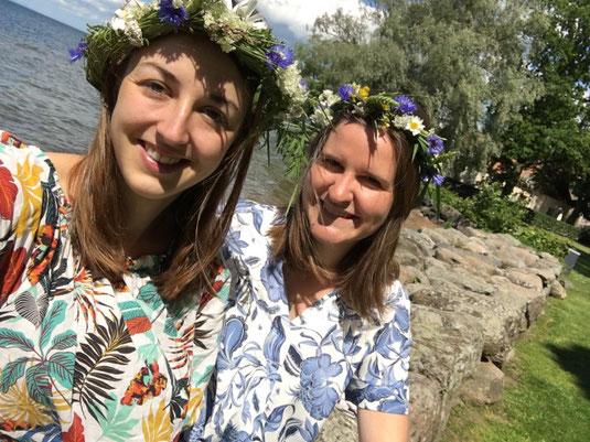 Leonie und Magdalena beim Mittsommer Fest