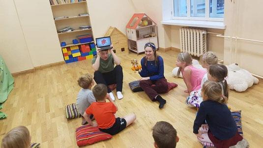 Jonas bei einer Deutschstunde im Kindergarten (Foto: Heidi Rajamäe-Volmer)