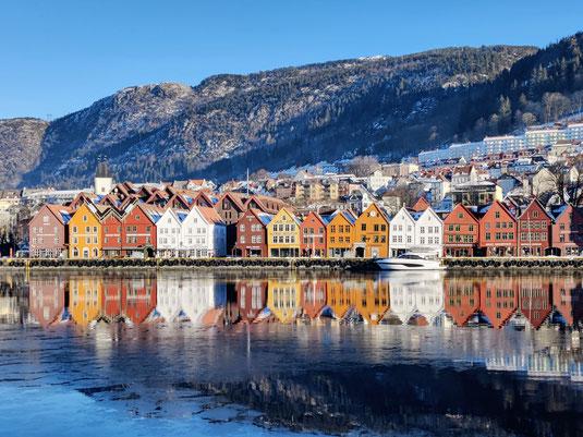 Das Wahrzeichen Bergens: das Hanseviertel Bryggen im Zentrum