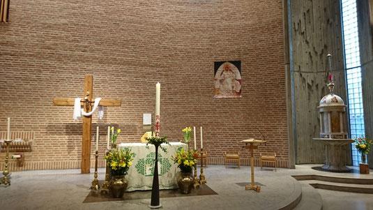 Leerer Kirchenraum in St. Eugenia