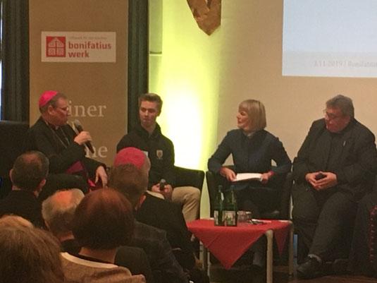 Hannes in der Gesprächsrunde mit Erzbischof Stankevics, Gundula Gause und Msgr. Austen